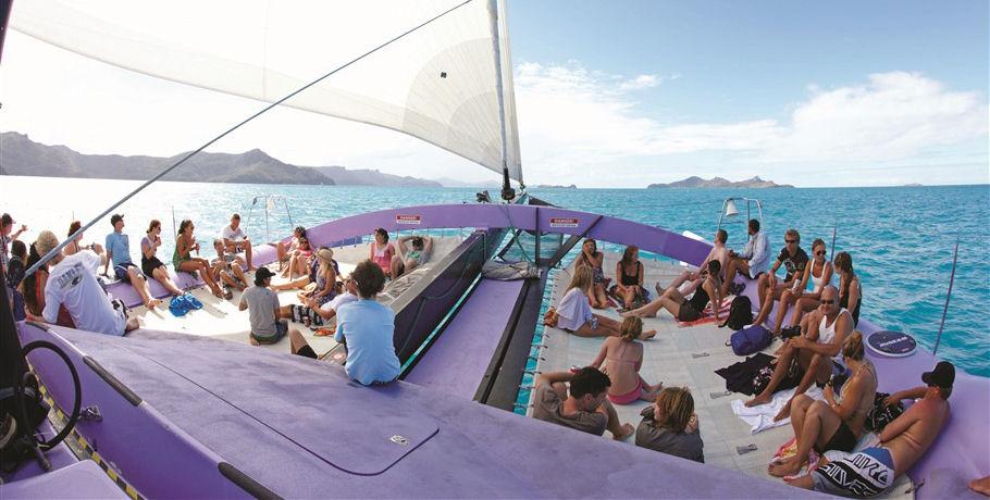Sailing the Whitsundays Day Cruise